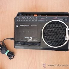 Radios antiguas: RADIO CASSETE PHILIPS PILAS YCORRIENTE. 4 PILAS DE 1,5 LA AGUJA LLEGA A LA MITAD DEL RECORIDO. Lote 37662535