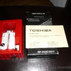 Radios antiguas: JOYA CASCOS - NO WALKMAN- TOSHIBA RP 2030 WHITE CON CAJA AÑOS 80 FUNCIONANDO. Lote 168904648