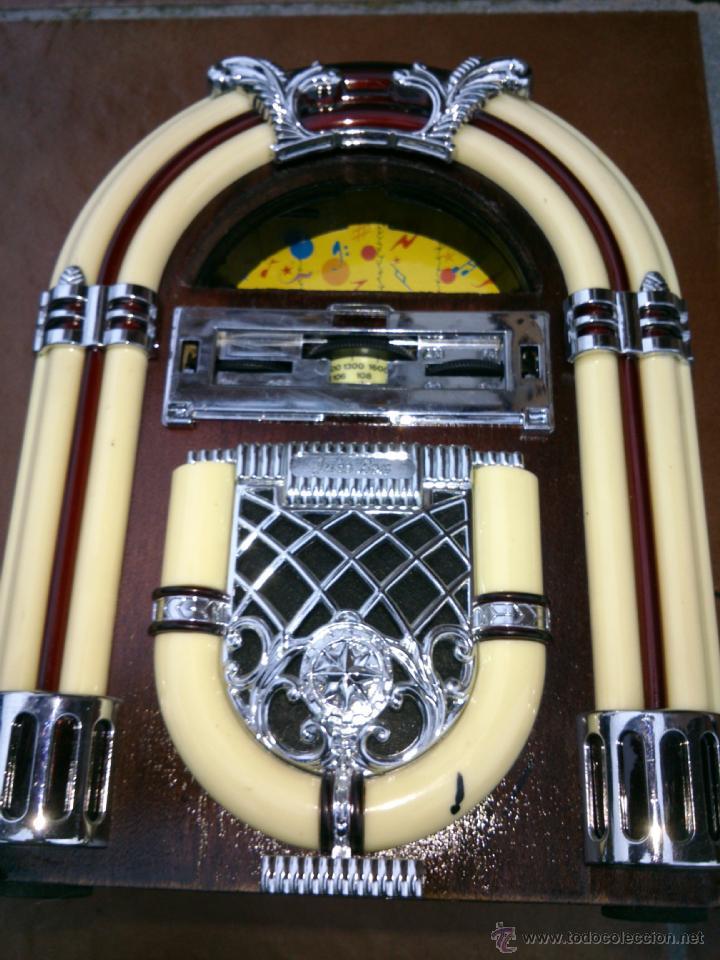Radios antiguas: REPLICA RADIO CON FORMA DE JUKE BOX DE TRANSISTORES EN MADERA Y PLASTICO.CON LUZ - Foto 2 - 39579428