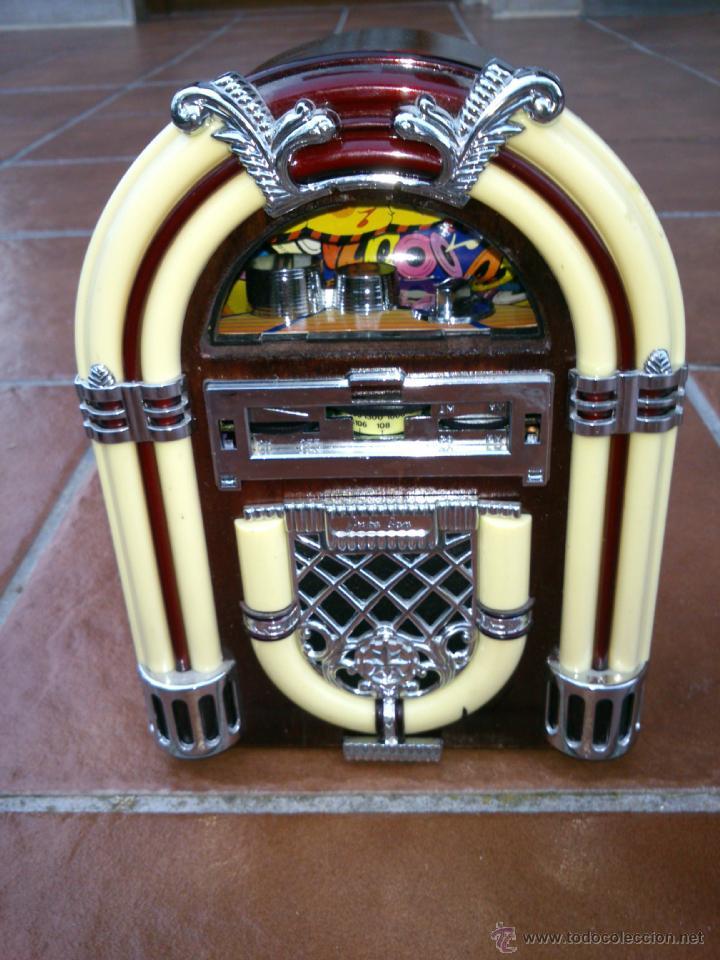 Radios antiguas: REPLICA RADIO CON FORMA DE JUKE BOX DE TRANSISTORES EN MADERA Y PLASTICO.CON LUZ - Foto 3 - 39579428