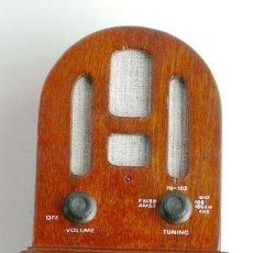 Radios antiguas: CURIOSA RADIO DE MADERA, DE REPRODUCCIÓN, FUNCIONANDO. Lote 40586887