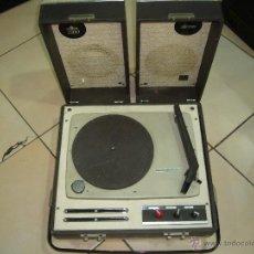 Radios antiguas: TOCADISCOS PORTATIL COSMO. Lote 41052611
