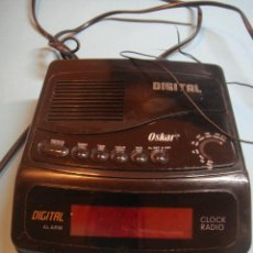 Radios antiguas: RADIO DEPERTADOR DE SOBREMESA OSKAR. FUNCIONA CON PILAS O A RED. Lote 41472786