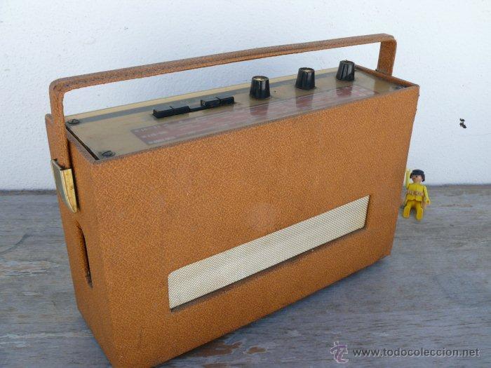 Radios antiguas: BONITA RADIO TRANSISTOR LA VOZ DE SU AMO FRANCESA DE MALETIN ANTIGUA - Foto 3 - 42538345
