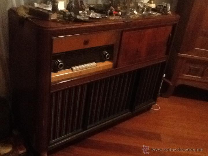 MUEBLE RADIO Y TOCADISCOS PHILIPS (Radios, Gramófonos, Grabadoras y Otros - Transistores, Pick-ups y Otros)
