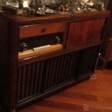 Radios antiguas: MUEBLE RADIO Y TOCADISCOS PHILIPS. Lote 43031553