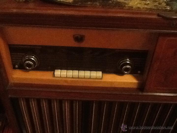 Radios antiguas: Mueble radio y tocadiscos philips - Foto 2 - 43031553