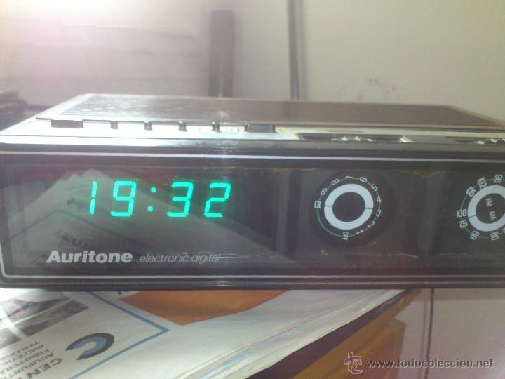 RADIO RELOJ DESPERTADOR AURITONE AM-FM LUZ REGULABLE ACABADO EN MADERA (Radios, Gramófonos, Grabadoras y Otros - Transistores, Pick-ups y Otros)