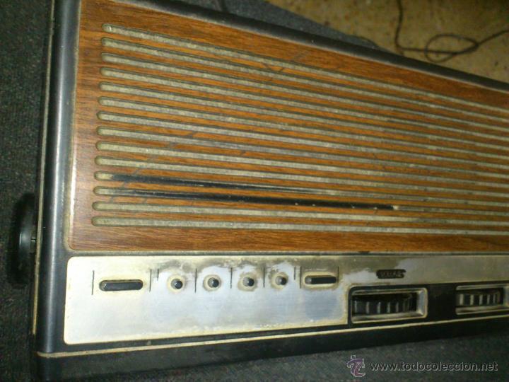 Radios antiguas: RADIO RELOJ DESPERTADOR AURITONE AM-FM LUZ REGULABLE ACABADO EN MADERA - Foto 2 - 43496272