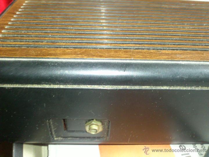 Radios antiguas: RADIO RELOJ DESPERTADOR AURITONE AM-FM LUZ REGULABLE ACABADO EN MADERA - Foto 4 - 43496272