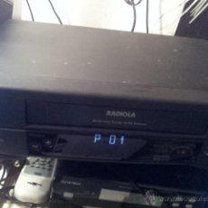 Radios antiguas: VIDEO REPRODUCTOR GRABADOR VIDEO VHS MARCA RADIOLA CON MANDO FUNCIONANDO CASSETTE RECORDER. Lote 245086535