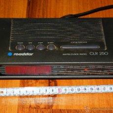 Radios antiguas: RADIO DESPERTADOR DE SOBREMESA ELECTRICO ROADSTAR CLR 250 FUNCIONANDO VER FOTOS. Lote 44216882