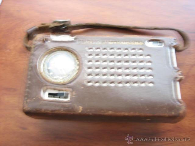 PEQUEÑO TRANSISTOR CON RELOJ MARCA WALTHAM STANDARD (Radios, Gramófonos, Grabadoras y Otros - Transistores, Pick-ups y Otros)