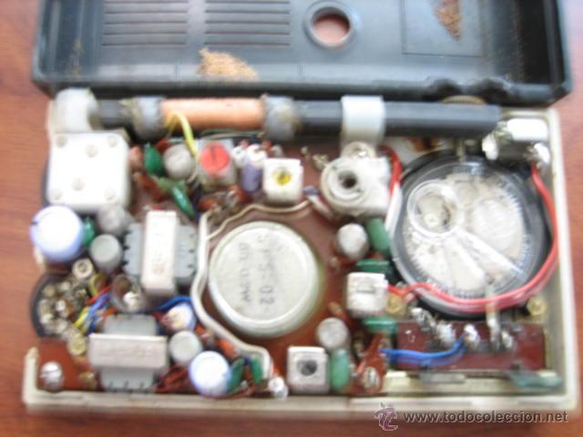 Radios antiguas: Pequeño transistor con reloj marca Waltham Standard - Foto 4 - 44736970