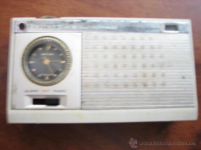 Radios antiguas: Pequeño transistor con reloj marca Waltham Standard - Foto 5 - 44736970