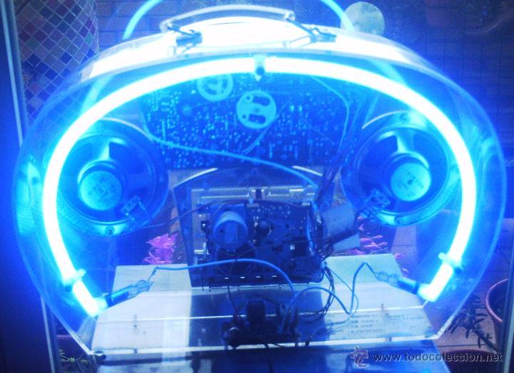 Radios antiguas: Radio caset trasparente con luz de neón - Foto 3 - 46530426