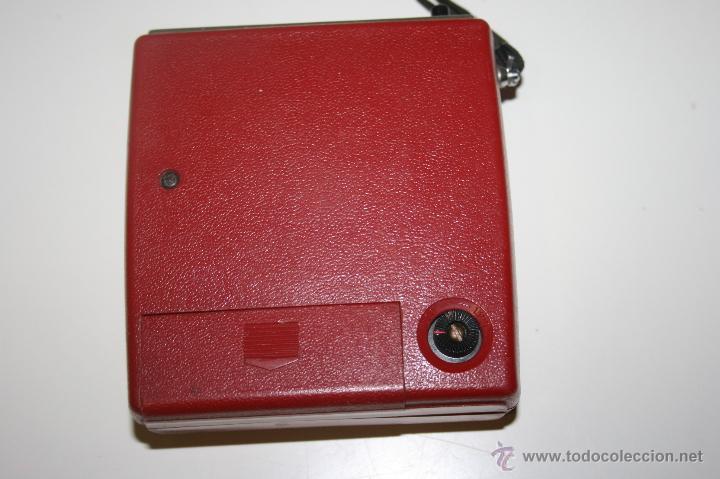 Radios antiguas: Antigua radio transistor RGD. Estilo vintage 9 x 9 x 3 cms. Funciona - Foto 3 - 47527443