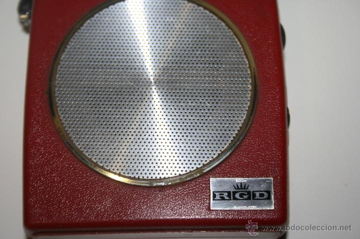 Radios antiguas: Antigua radio transistor RGD. Estilo vintage 9 x 9 x 3 cms. Funciona - Foto 6 - 47527443