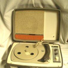Radios antiguas: COSMO DUALETTE 99 TOCADISCOS MALETA AÑO 63 GRANOLLERS, FUNCIONA Y A 220 V. MED. 37 X 26 X 16 CM. Lote 48404240