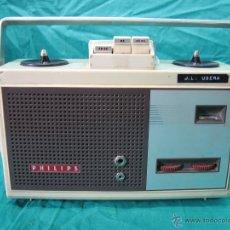 Radios antiguas: ANTIGUA GRABADORA Y REPRODUCTORA DE AUDIO PHILIPS. FUNCIONA A PILAS. Lote 48624201