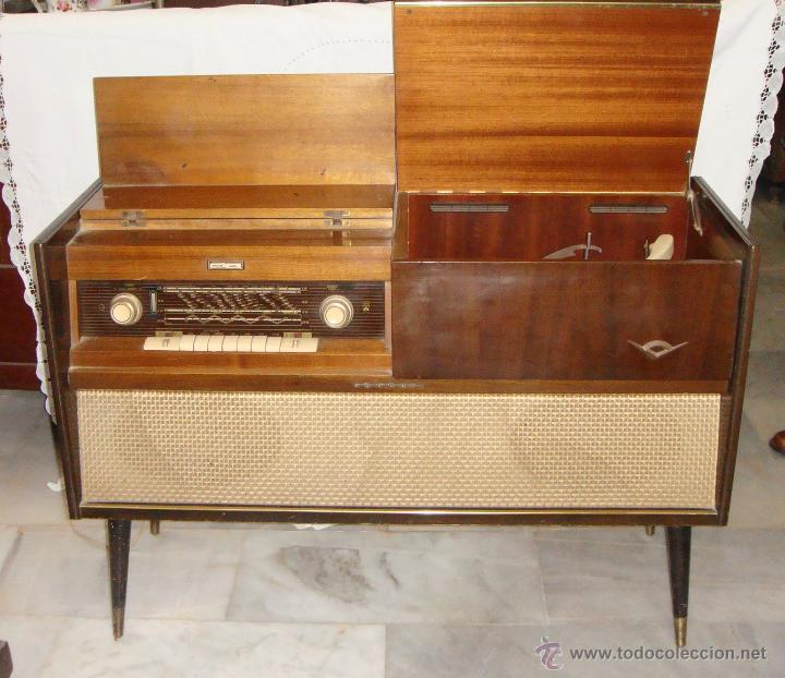 Antiguo mueble radio tocadiscos pic a o comprar for Muebles zenit