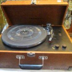 Radios antiguas: TOCADISCOS CROSLEY CON MALETA. 43 X 31 X 18,5 CMS. SIN PROBAR. NO TIENE AGUJA.. Lote 49748351
