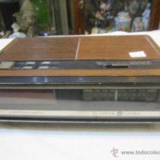 Radios antiguas: RADIO DESPERTADOR GENERAL ELECTRIC. 27 X 17,5 X 12 CMS. ALTURA.. Lote 49842795
