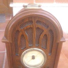 Radios antiguas: RADIO DAKLIN 9719C SERIES DE MADERA TIPO CAPILLA . Lote 50986315