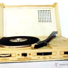 Radios antiguas: ANTIGUO GIRADISCOS TOCADISCOS Y RADIO PORTATIL FIESTA PHONO BOOK. AÑOS 60-70.. Lote 50998290