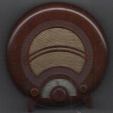 Radios antiguas: APARATO DE RADIO DE COLECCION DE NOSTALGIA DE LA RADIO MODELO EKCOAD38UK1935 PERFECTO FUNCIONAMIENTO. Lote 51637659