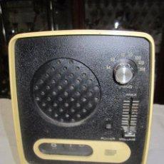 Radios antiguas: RADIO CON RELOJ DE SALTO. 13,5 X 10 X 18,5 CMS. ALTURA.. Lote 51728138