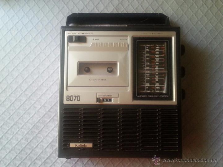 RADIOCASETTE GRABADORA RADIOLA MOD. 8070 CON MICROFONO INTEGRADO. AÑOS 80 (Radios, Gramófonos, Grabadoras y Otros - Transistores, Pick-ups y Otros)