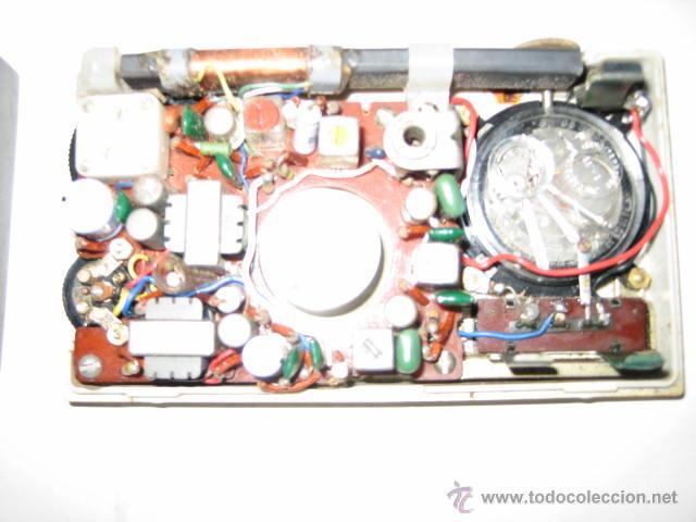 Radios antiguas: Pequeño transistor con reloj marca Waltham Standard - Foto 10 - 44736970