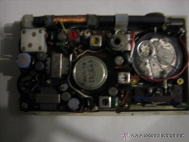 Radios antiguas: Pequeño transistor con reloj marca Waltham Standard - Foto 13 - 44736970
