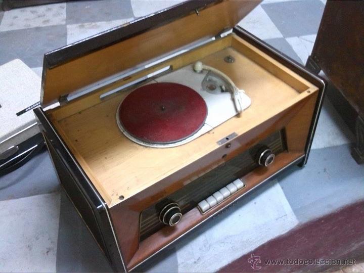 Radios antiguas: radio tocadiscos philips - Foto 2 - 54274461
