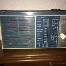 Radios antiguas: RADIO TRANSISTOR LAVIS MODELO AM 326 ANOS 60. Lote 55050831