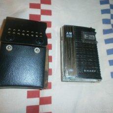 Radios antiguas: RADIO TRANSISTOR DE BOLSILLO SHARP AM SOLID STATECON FUNDA NEGRA. Lote 55810747