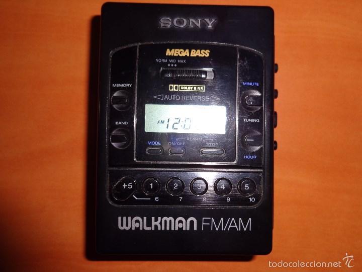 ANTIGUO WALKMAN SONY MEGA BASS SOLO FUNCIONA LA RADIO, EL CASSETTE NO. VINTAGE (Radios, Gramófonos, Grabadoras y Otros - Transistores, Pick-ups y Otros)