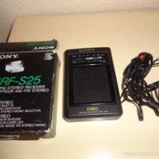 Radios antiguas: RADIO TRANSISTOR PORTATIL SONY SFR-S25 EN SU CAJA ORIGINAL CON AURICULARES - FUNCIONANDO. Lote 72360191