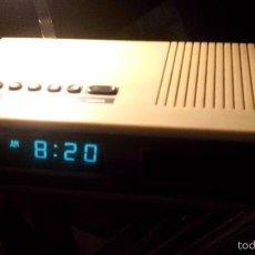 Radios antiguas: ANTIGUA RADIO RELOJ DESPERTADOR VINTAGE ORIGINAL AÑOS 70, A PILAS, FUNCIONA SE HA PROBADO. VER VIDEO. Lote 56798724
