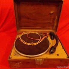 Radios antiguas: TOCADISCOS EN CAJA DE MADERA, MUY ANTIGUO, VOLTAJE 125, NO TIENE MARCA. Lote 57092490