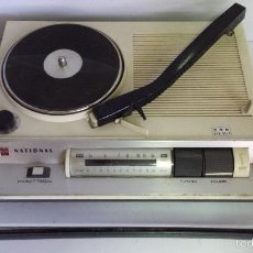 Radios antiguas: ANTIGUO RADIO TOCADISCOS PORTÁTIL NATIONAL MODELO SF-560 - MADE IN JAPAN - FUNCIONANDO. Lote 57476735