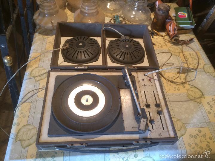 ANTIGUO TOCADISCOS DE MALETA MARCA COSMO, AÑOS 70- 80 (Radios, Gramófonos, Grabadoras y Otros - Transistores, Pick-ups y Otros)