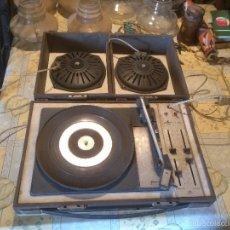 Radios antiguas: ANTIGUO TOCADISCOS DE MALETA MARCA COSMO, AÑOS 70- 80. Lote 57610596