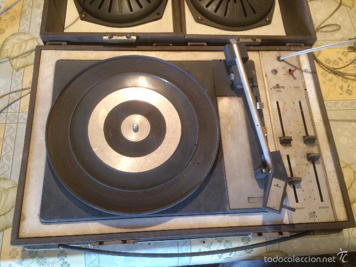 Radios antiguas: Antiguo tocadiscos de maleta Marca Cosmo, años 70- 80 - Foto 2 - 57610596