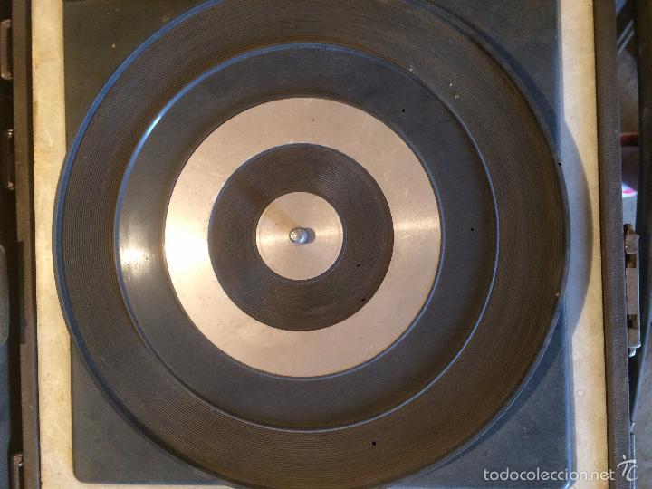 Radios antiguas: Antiguo tocadiscos de maleta Marca Cosmo, años 70- 80 - Foto 3 - 57610596
