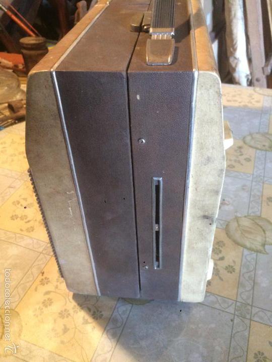Radios antiguas: Antiguo tocadiscos de maleta Marca Cosmo, años 70- 80 - Foto 17 - 57610596