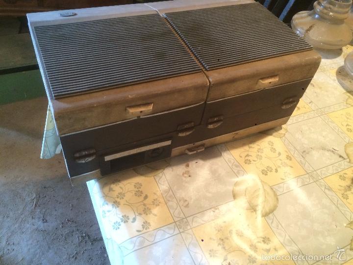 Radios antiguas: Antiguo tocadiscos de maleta Marca Cosmo, años 70- 80 - Foto 18 - 57610596