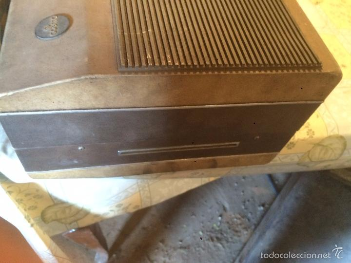 Radios antiguas: Antiguo tocadiscos de maleta Marca Cosmo, años 70- 80 - Foto 19 - 57610596