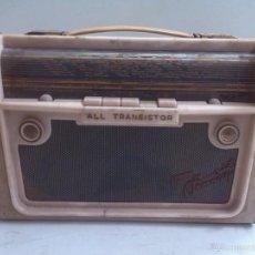 Radios antiguas: ANTIGUA RADIO TRANSISTOR A PILAS. Lote 60815759